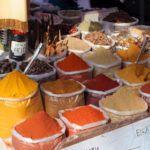 Cúrcuma. Usos culinarios y medicinales: diurético, cuidado de la piel, etc.